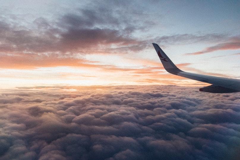 Fly over skyerne